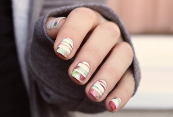 Abstract stripes nail design
