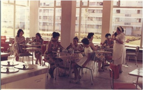 "Fotografie ""publicitara"" cu un interior de cofetarie."