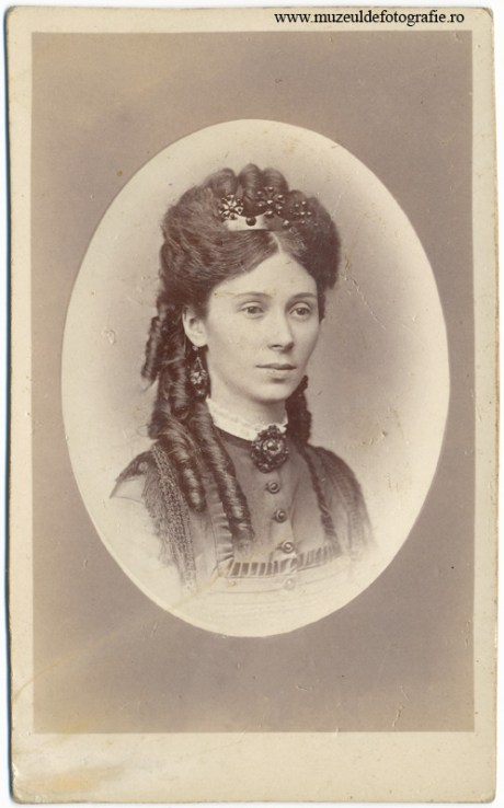 Portret realizat sub comanda 8253 la 17 mai 1889 de catre Samuel Herter cu atelier in Johannes-Neuglase Nr. 643, in Brasov (Kronstadt)