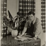 Mrs Mollie Grey, interior decorator, Greenknowe Avenue, Potts Point, Sydney, ca. 1935/ photographer Harold Cazneaux