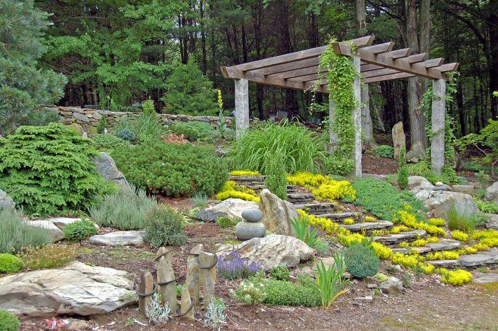 Simple rock garden ideas with pergola for Easy rock garden designs