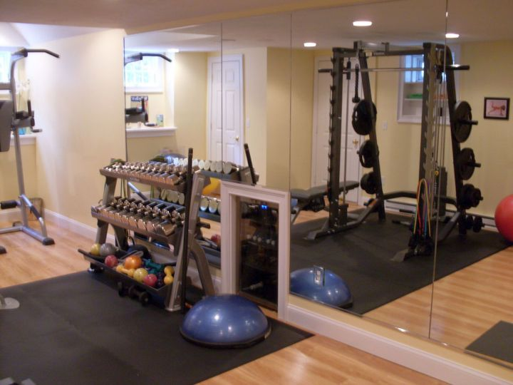 17 modern home gym design ideas to keep you toned. Black Bedroom Furniture Sets. Home Design Ideas