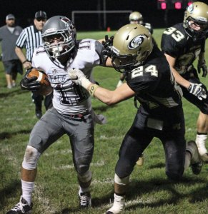 Woodland's Guy Massimo (24) and the Hawks' defense will seek to shut down Seymour's duel-threat quarterback Jaylen Kelley on Thanksgiving eve. –ELIO GUGLIOTTI