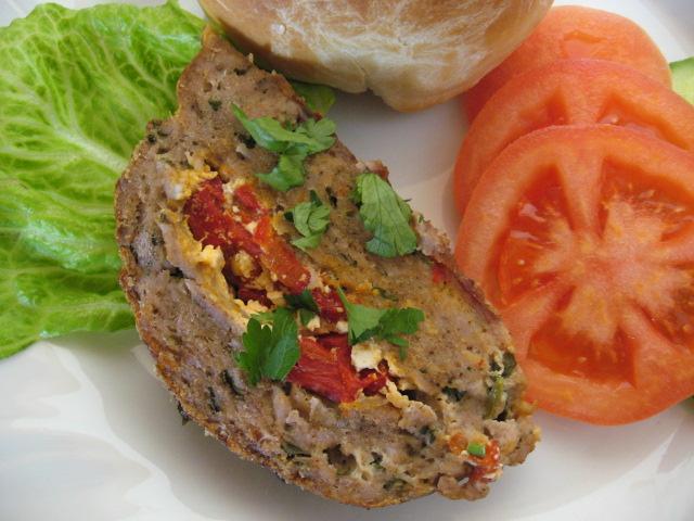 Руло или Хамбургери с пълнеж от печени червени чушки и сирене Фета