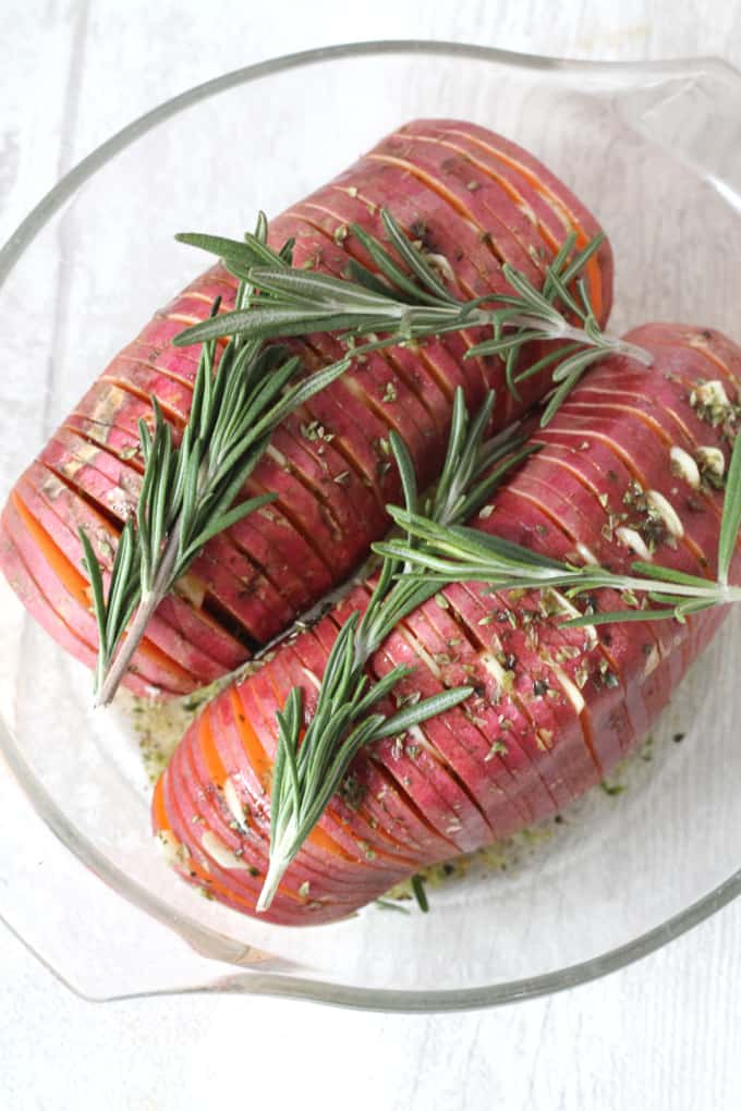 Garlic & Herb Hasselback Sweet Potatoes -- the perfect side dish for you vegan Thanksgiving!