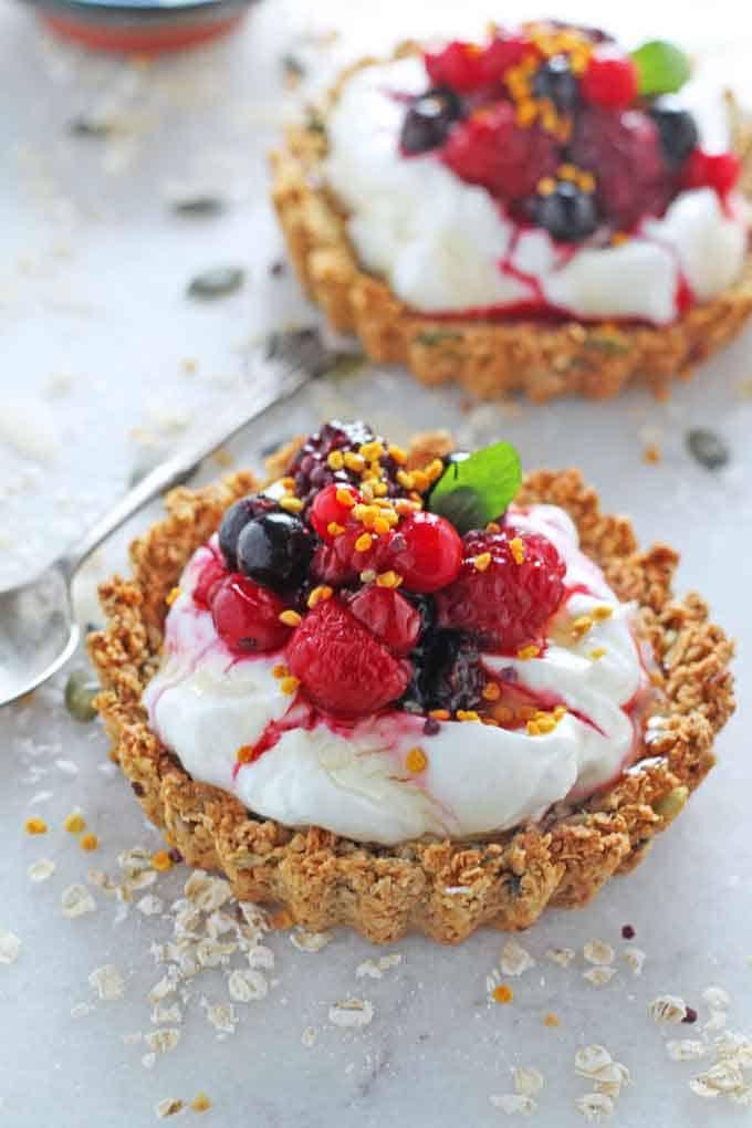 Granola Crust Breakfast Tarts with Yogurt & Berries ...