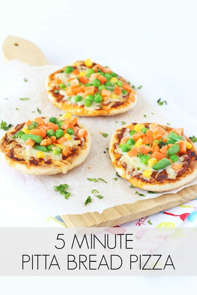 Whip up a super speedy dinner for the family with these 5 minute Veggie Pitta Bread Pizzas | My Fussy Eater blog