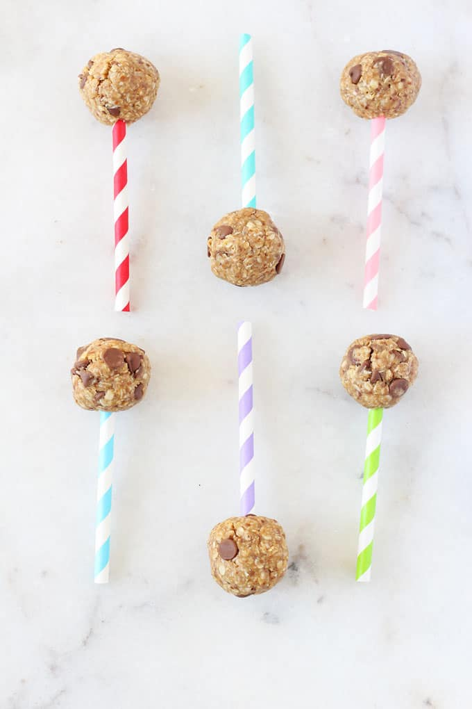 These Chocolate Chip Energy Bites make the perfect snack for kids, packed full of slow releasing carbs from oats and protein for peanut butter and flaxseed. And they look like heallthy cake pops too! My Fussy Eater blog