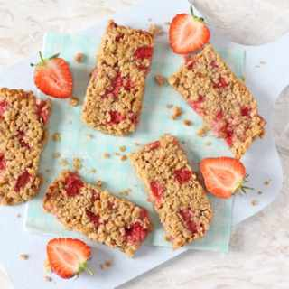 A delicious soft oat bars packed full with sweet strawberries. A tasty and healthy snack for toddlers and older kids!