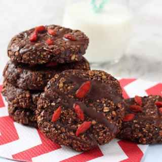 Chocolate cookies for breakfast? Yes please! The cookies are packed full of slow releasing carbs, fibre and nutrients, helping to keep you and your family full until lunchtime!