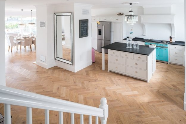 Highly modern residential house  by Dennebos Flooring