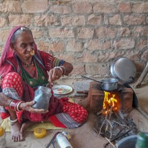 Jodhpur-vishnois village 90y making tea