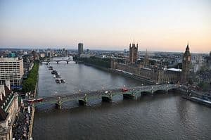 300px-River_Thames_and_Westminster_Bridge,_London-17Aug2009