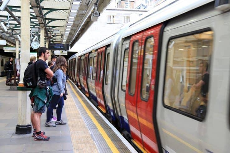 Come usare la Oyster Card sui mezzi di trasporto di Londra - Metro, bus e treni