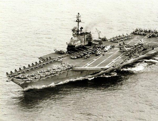 Eens USS Midway zijn humanitaire reddingsopdracht had volbracht zette het koers naar Guam