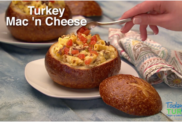 Turkey Mac-n-Cheese Bread Bowl | via MyOtherMoreExcitingSelf.com #serveturkey #switchtoturkey #turkeyeveryday