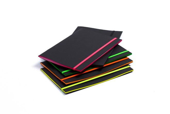blacknotebook carnet élastique fluo
