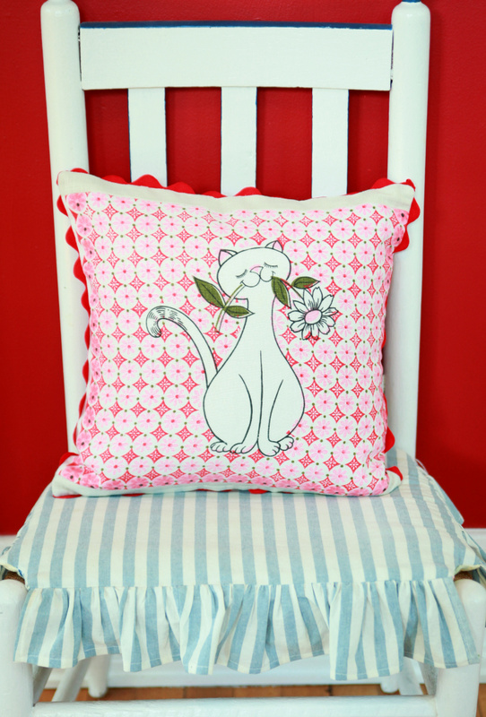 DIY Vintage Tea Towel Throw Pillow