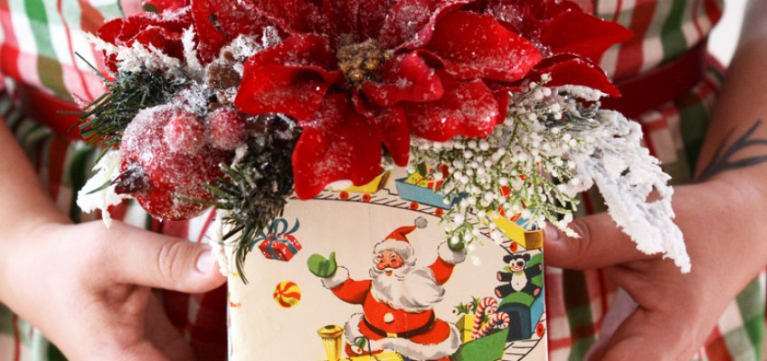 DIY Vintage Wrapping Paper Present Christmas Centerpiece