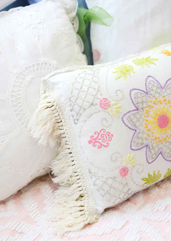DIY Vintage Table Runner Pillow