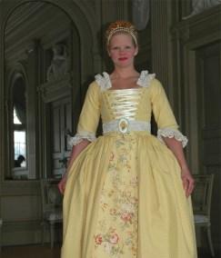 Damdräkt. 1700-tal. Underkjolsstomme, underkjol, korsetterat liv. Sydd för dramatiserad visning på Gunnebo Slott 2010.