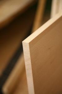 Massivholz gegen Tischlerplatte: Arroganz auf der Massivholzseite der Möbelmacher?