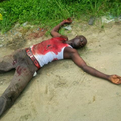 rubber at ogunu A Member Of A Gang Of Armed Robbers Shot Dead In Warri (See Photo)