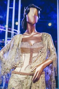 Tarun-Tahiliani-Bridal-Couture-Wedding-Wear-Fashion-Designer-Photographer-Naina-Knottytales-19.jpg