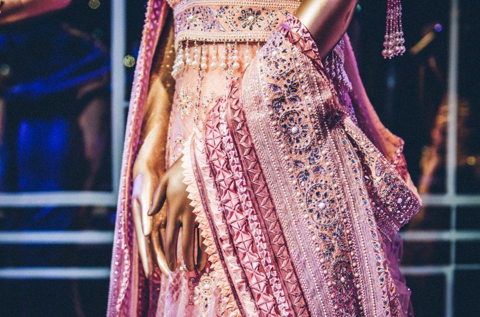Tarun-Tahiliani-Bridal-Couture-Wedding-Wear-Fashion-Designer-Photographer-Naina-Knottytales-21.jpg