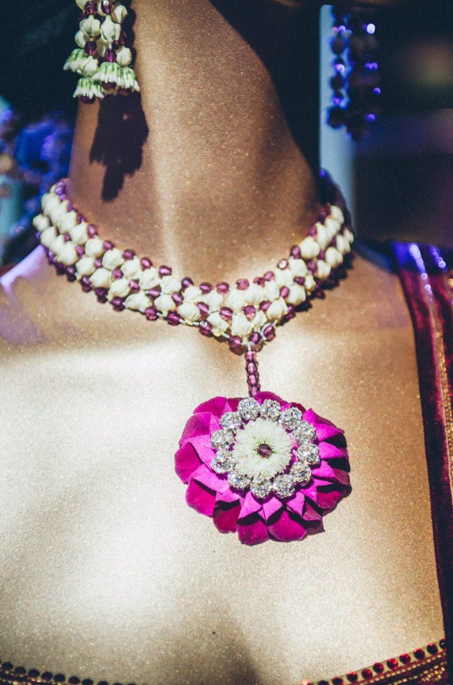 Tarun-Tahiliani-Bridal-Couture-Wedding-Wear-Fashion-Designer-Photographer-Naina-Knottytales-31.jpg