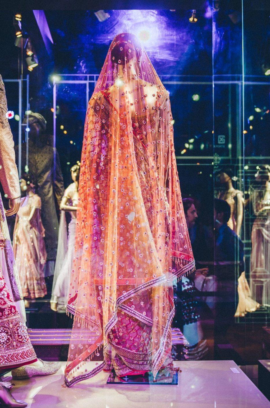 Tarun-Tahiliani-Bridal-Couture-Wedding-Wear-Fashion-Designer-Photographer-Naina-Knottytales-40.jpg