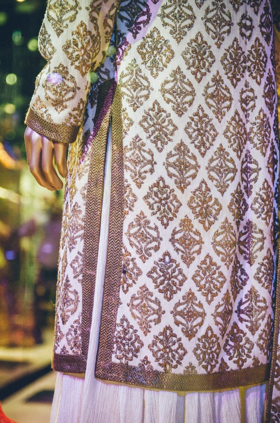 Tarun-Tahiliani-Bridal-Couture-Wedding-Wear-Fashion-Designer-Photographer-Naina-Knottytales-59.jpg