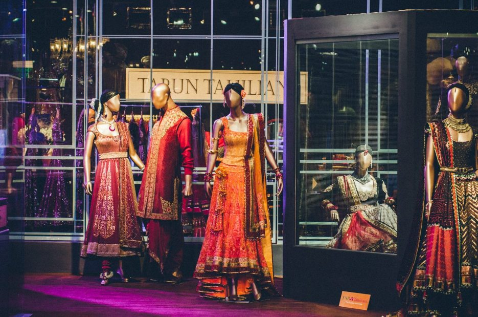 Tarun-Tahiliani-Bridal-Couture-Wedding-Wear-Fashion-Designer-Photographer-Naina-Knottytales-61.jpg