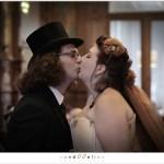 U mag de bruid kussen