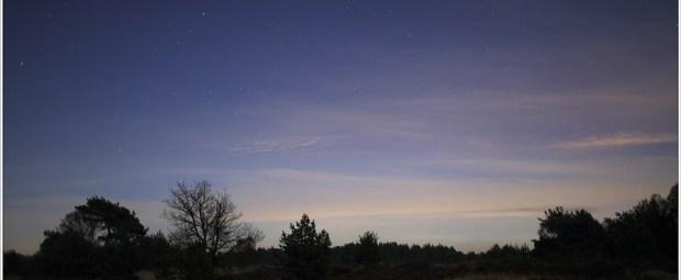 Ochtendhemel in  Zuid - Zuidoostelijke richting met het sterrenbeeld Boötes en Serpent. Ook C2012 S1 (ISON) staat verborgen tussen de wolken op de foto