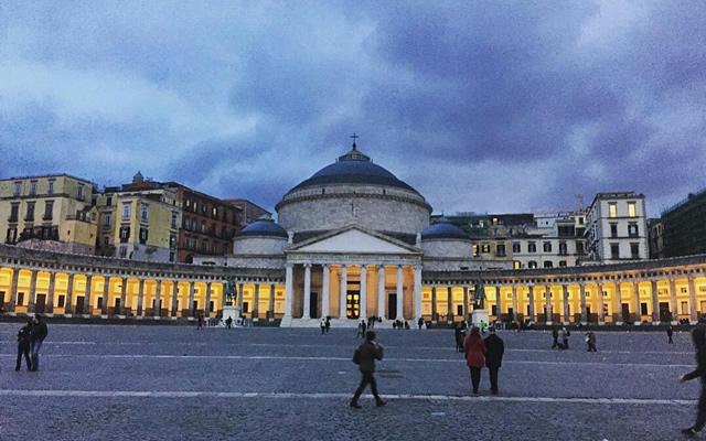 Maschio Angioino e Piazza Plebiscito si illuminano di Giallo