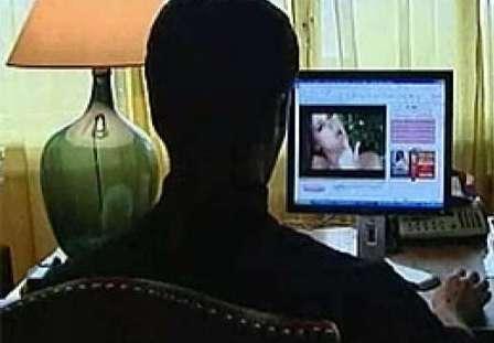 Si toglie vita per video hard, indagini per istigazione a suicidio