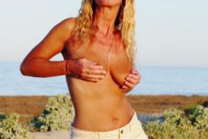 NatalieK adult hotwife titsout