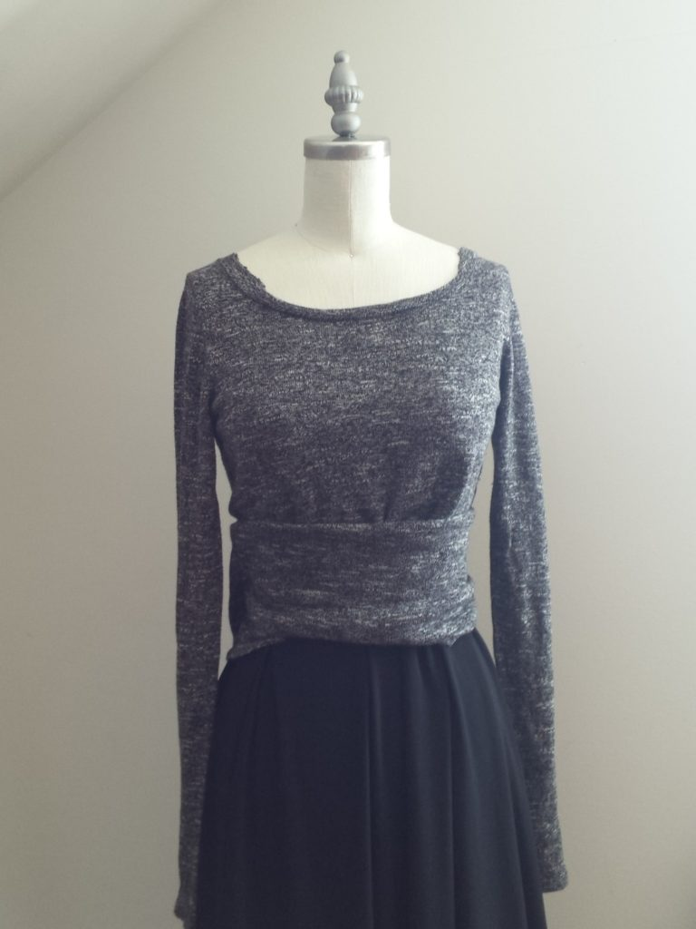 I like seeing others sewing fails so it only fair that I share my own. This past month many of my projects failed. Here a sweater dress which I don't know how to finish . So come on and check them out.