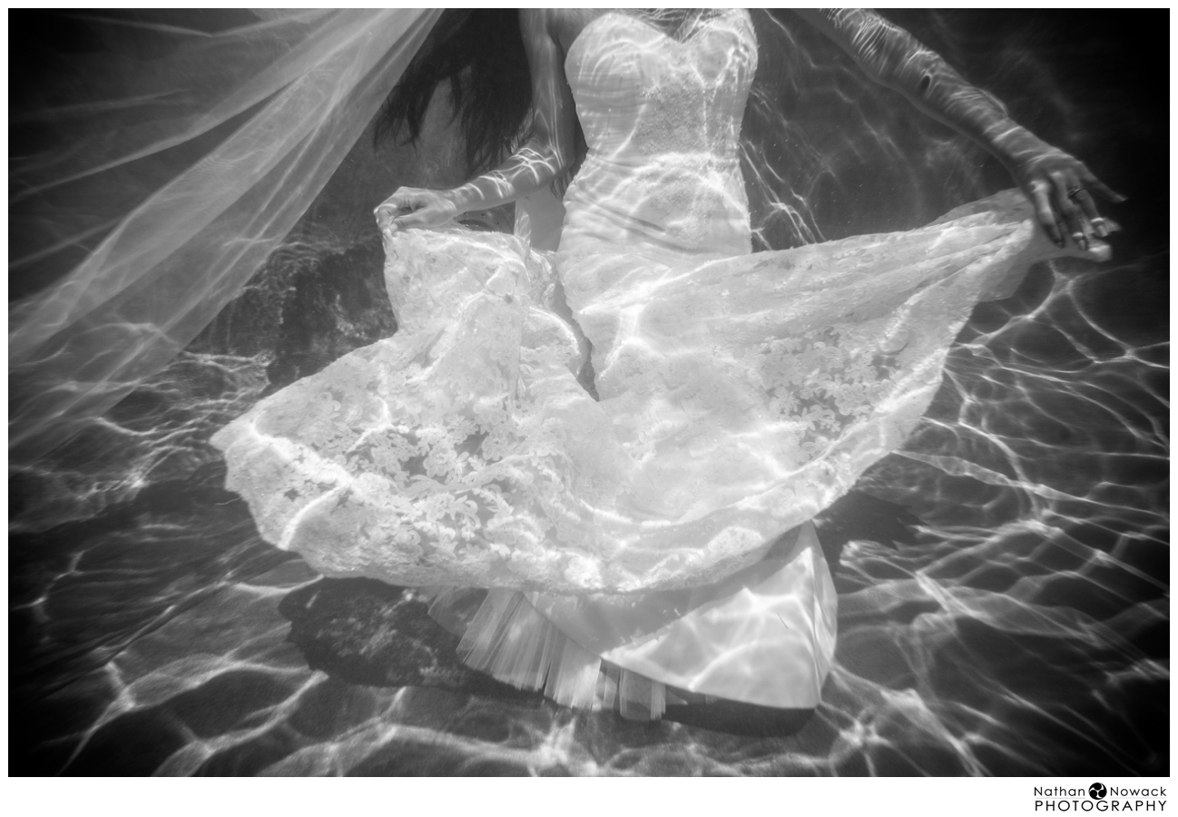 Underwater-trash-the-dress-pool-photo-shoot-wedding_0010