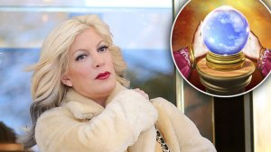 Tori-Spelling-Psychic-Phone-Line-F thumbnail