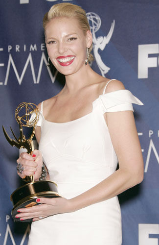 Katherine Heigl with the award for Outstanding Supporting Actress in a Drama Series in the pressroom at the 59th annual Primetime Emmy Awards.