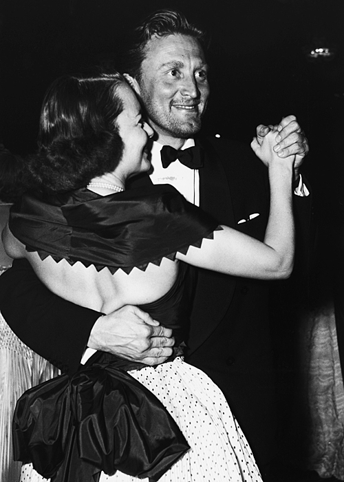 KIRK DOUGLAS & OLIVIA DE HAVILLAND 1953