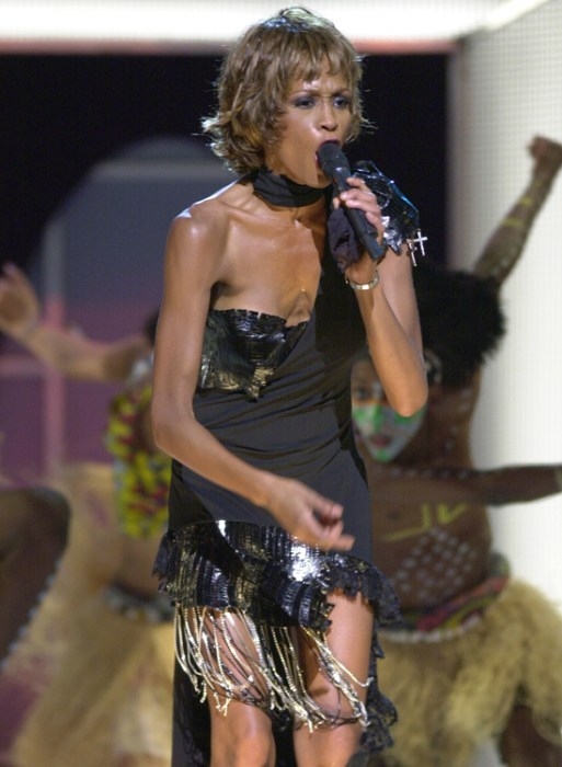 A gaunt Whitney performing in 2001 at Michael Jackson's 30th Anniversary Celebration.