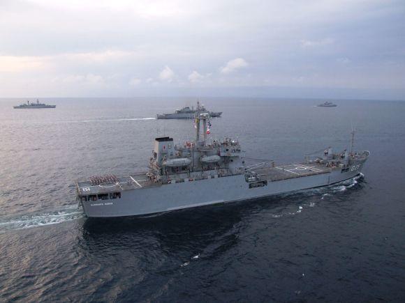 Navios da Marinha do Brasil em visitação no Espírito Santo
