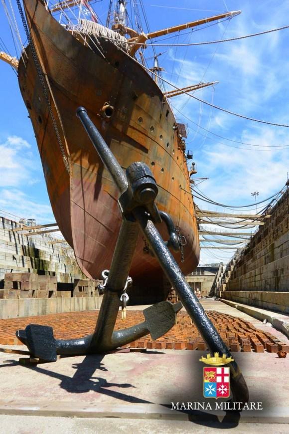 Amerigo Vespucci - veleiro no dique - foto Marinha Italiana