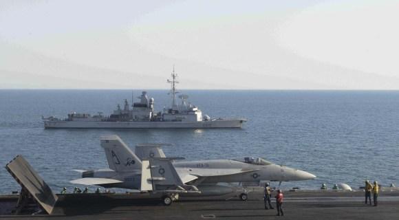 FS Jean Bart - D615 - e USS George HW Bush - CVN 77-   foto USN