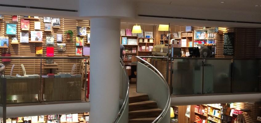 ロンドンの本屋 Waterstoneでお土産を買う