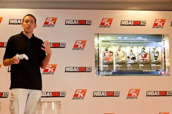 Erick Boenisch, productor del videojuego NBA 2K12 hablando del modo NBA´s Greatest