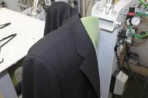 スーツ仕上げ工程3右肩プレス